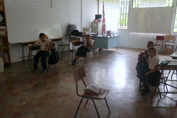 Wwiejskiej szkole w Kostaryce